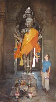 Dan and statue